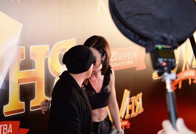 Бузова страстным поцелуем поддержала Нагиева на премьере фильма